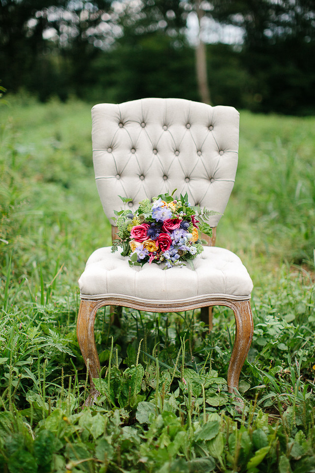 SummerBounty Burlap Tufted Chair