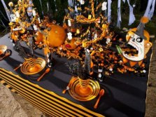 halloween-table-with-spook-ornaments